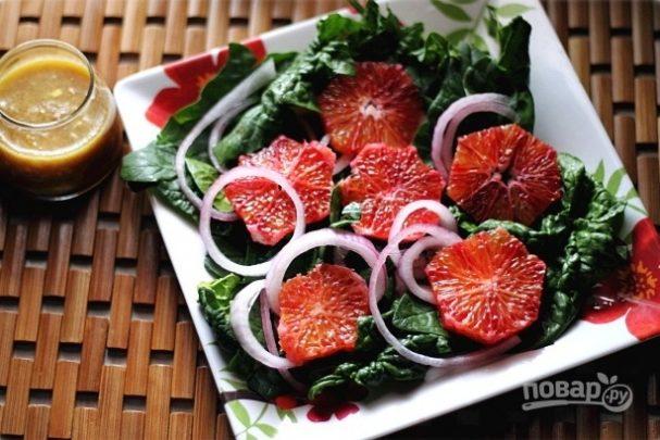 Салат с красным апельсином и луком