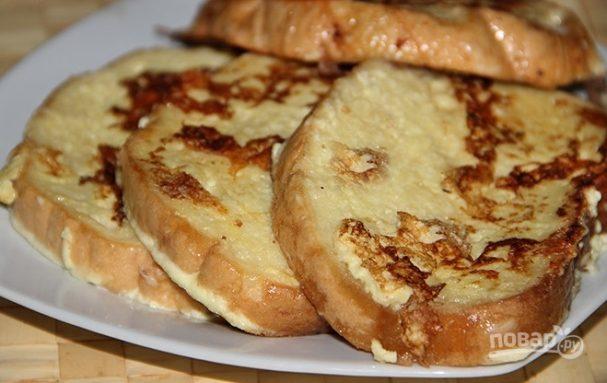 Гренки с сыром, яйцом и сметаной