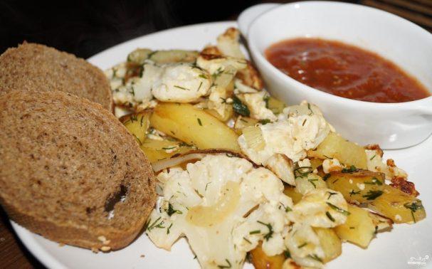 Капуста жареная с картошкой