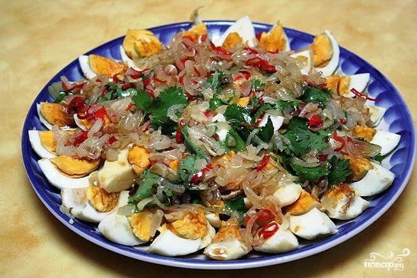 Тайский салат из яиц