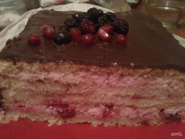 Бисквитный вишневый торт с творожным кремом