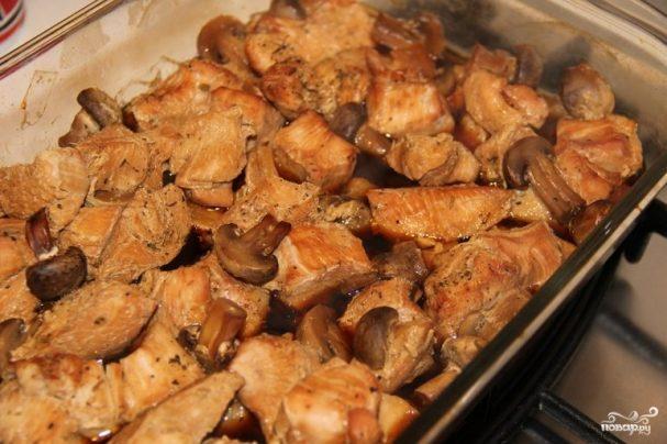 Грудка индейки с грибами в духовке
