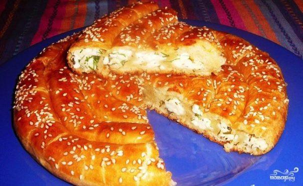 Пирог с адыгейсим сыром из слоёного теста