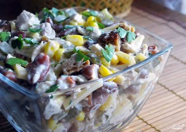 Салат куриный с фасолью
