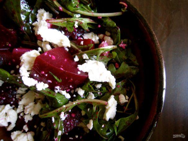 Салат с запеченной свеклой и сыром