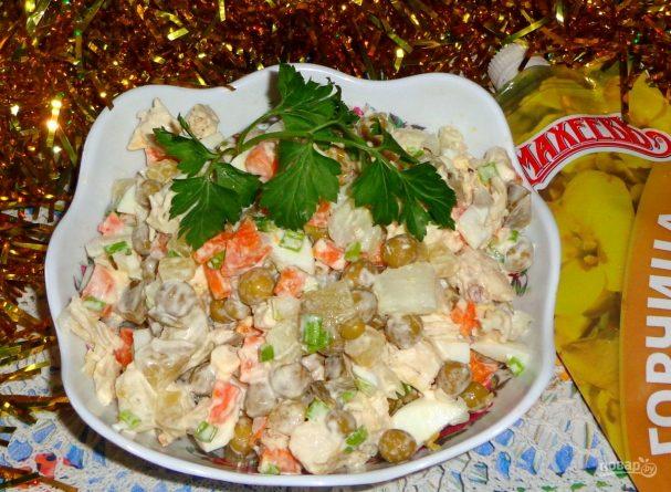 """Салат """"Оливье"""" с куриным филе и горчицей"""