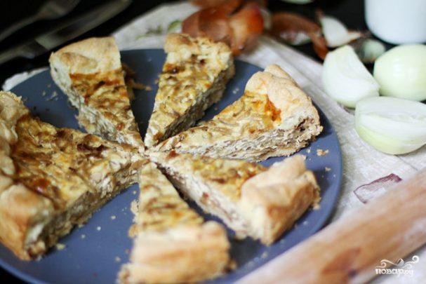 Луковый пирог с плавленым сыром