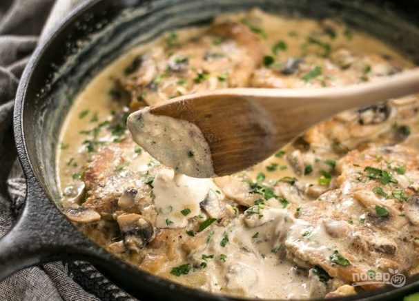 Курица с грибами в сливочно-чесночном соусе