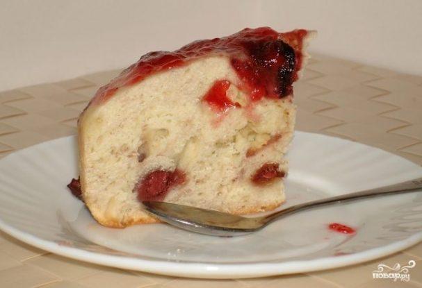 Пирог с ягодами в мультиварке