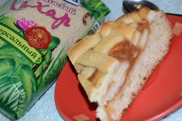 Пирог с яблочным повидлом