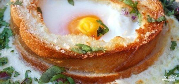 Яичница в хлебе в духовке