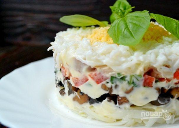 Салат с грибами слоеный