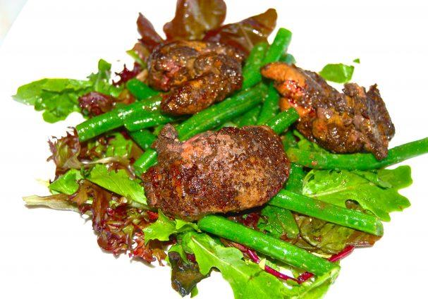 Салат из печени и фасоли