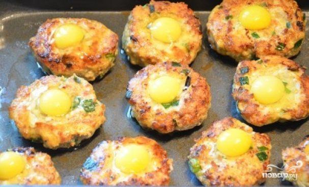 Котлеты в духовке с яйцом