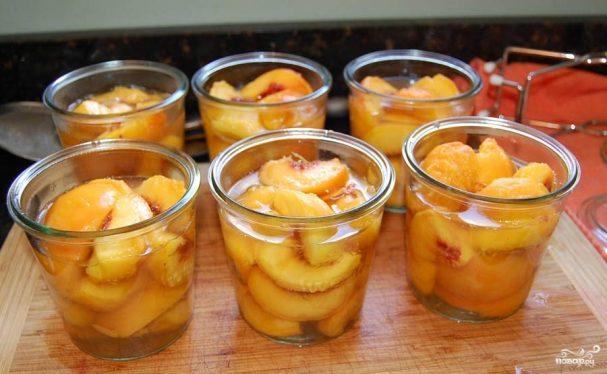 Десерт из консервированных персиков