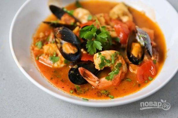 Жаркое с рыбой и морепродуктами в томатном соусе