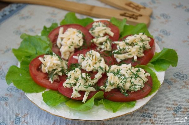 Закуска из помидоров под сыром