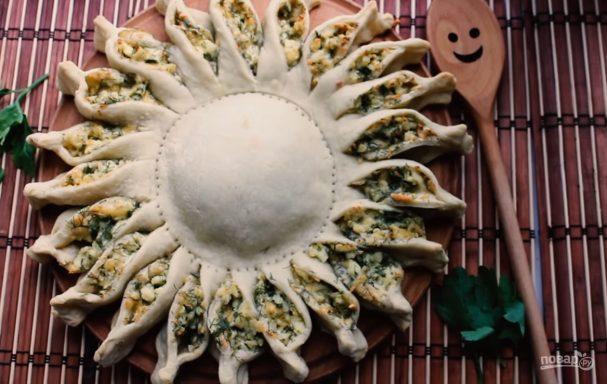 """Пирог """"Солнце"""" с сыром и зеленью"""