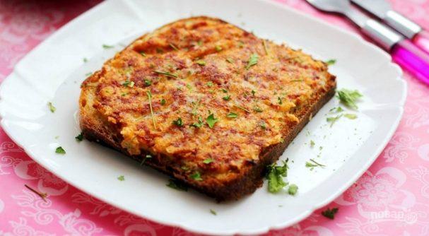Рецепт горячих бутербродов с колбасой и сыром