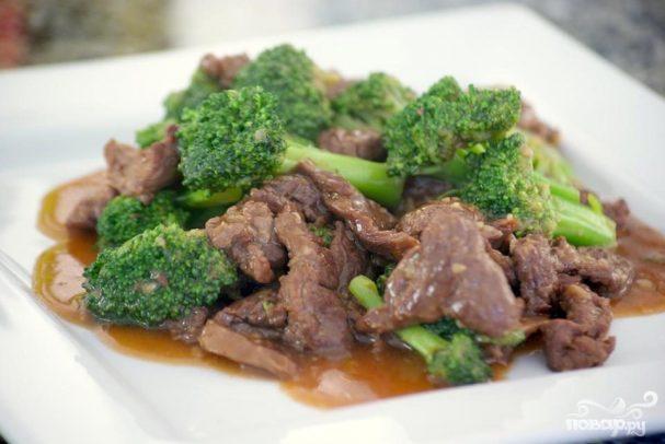 Говядина с брокколи под устричным соусом