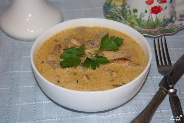 Мясо под сливочным соусом