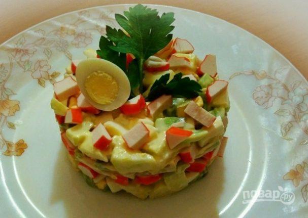Салат из крабовых палочек с киви