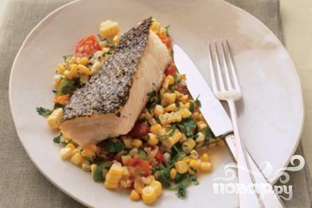 Рыбное филе с помидорами и кукурузой