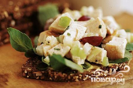 Салат из курицы, яблока и винограда