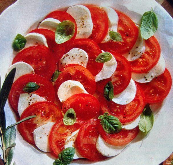 Адыгейский сыр с помидорами