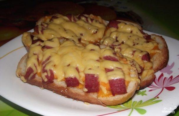 Бутерброды с копченой колбасой