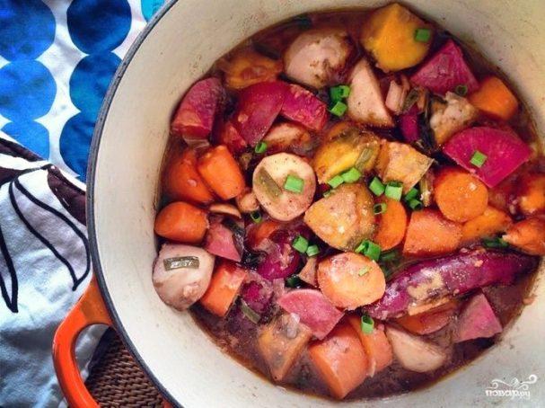 Тушеные овощи с красным вином и мускатным орехом