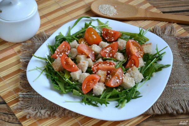 Салат с рукколой и черри