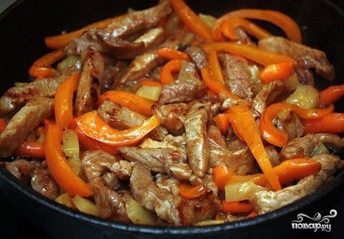 Свинина в соусе на сковороде