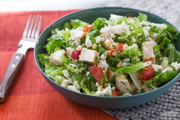 Салат из курицы с кукурузой