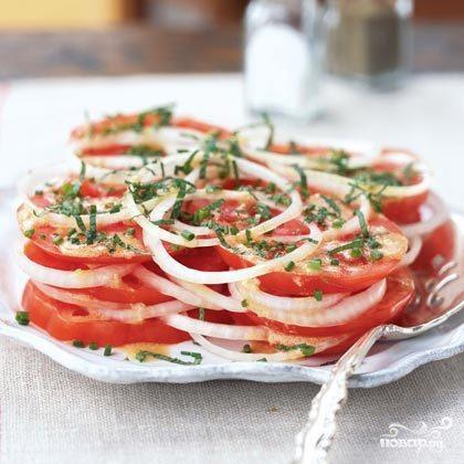 Салат из помидоров и лука