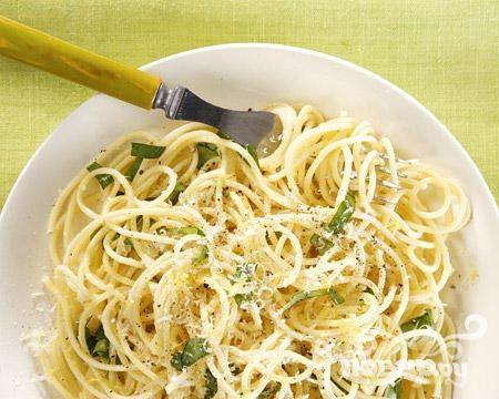 Спагетти с чесноком и чили