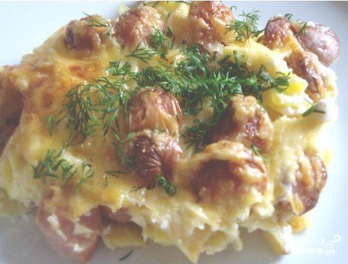 Запеченный картофель с сосисками