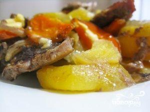 Мясо в духовке с грибами