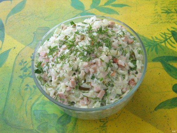 Салат с ветчиной и рисом