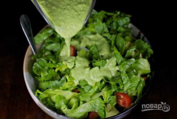 Зеленый соус из авокадо