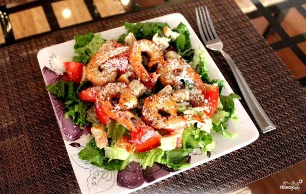 рецепты салатов цезарь с креветками