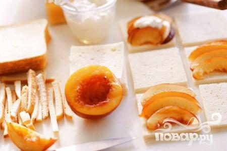 Панини с нектарином и йогуртом