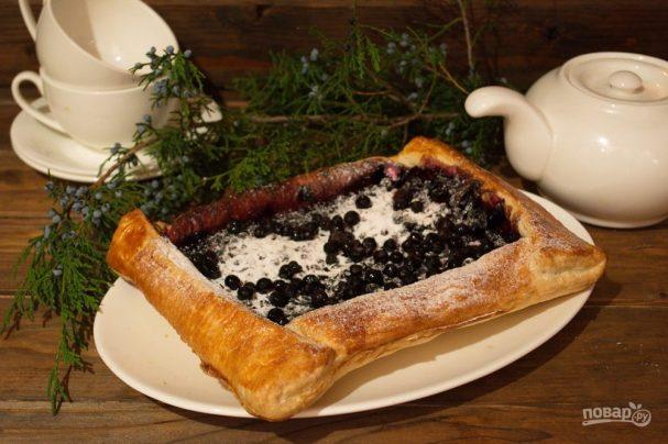 Пирог с черникой из слоеного дрожжевого теста