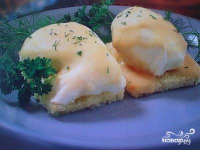 Яйца, запеченные под молочным соусом