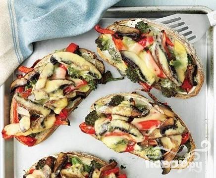 Бутерброды с грибами, брокколи и сыром