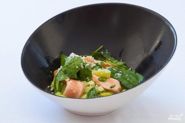 Норвежская семга-гриль с яйцом, картофелем и водяным кресс-салатом