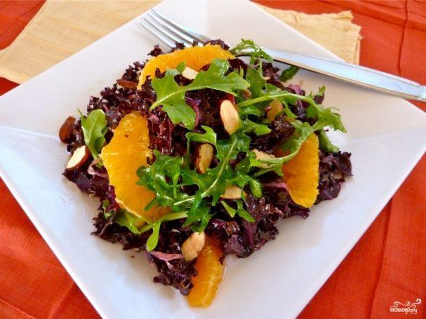Салат с апельсинами, жареной свеклой и аругулой