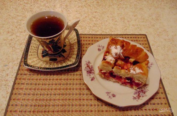 Пирог из пирожкового теста с яблоками