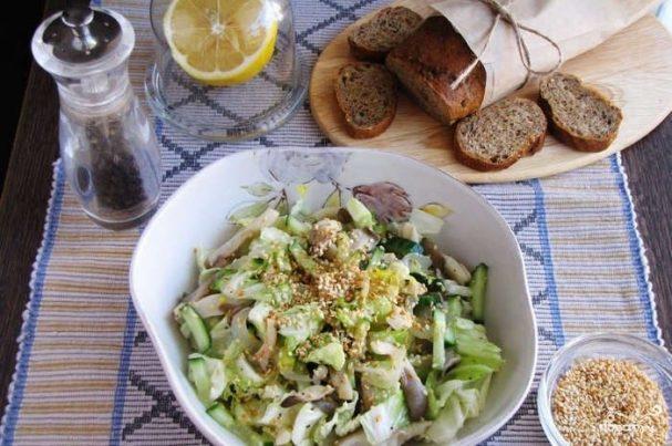 Салат с вешенками и огурцами