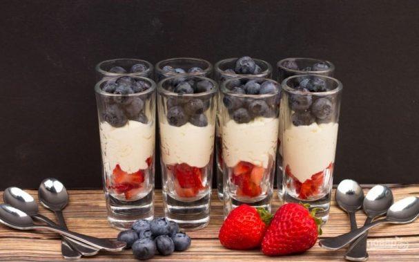 Десерт с маскарпоне и ягодами